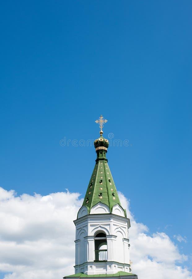 Stå högt klockan kyrkan av den heliga spöken royaltyfria bilder