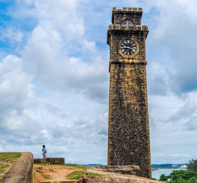 Stå högt med klockan i det Galle fortet, Sri Lanka arkivfoton