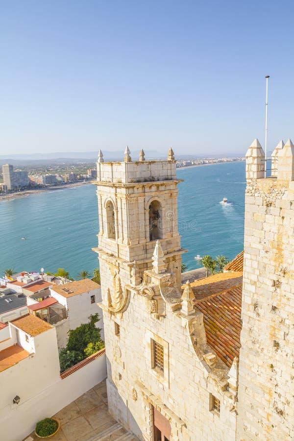 Stå högt sikten av den Peniscola staden Valencia, Spanien Turism spännvidd royaltyfri bild
