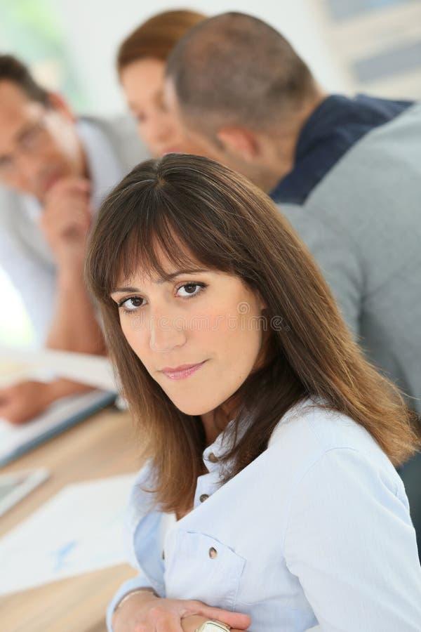 Stående av affärskvinnan i möte royaltyfria foton