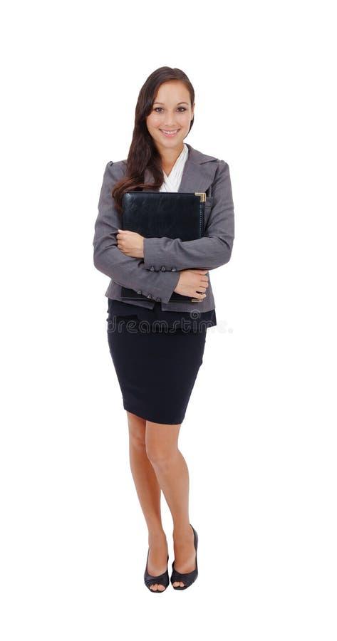 Stående av affärskvinnan som rymmer en mapp royaltyfria bilder