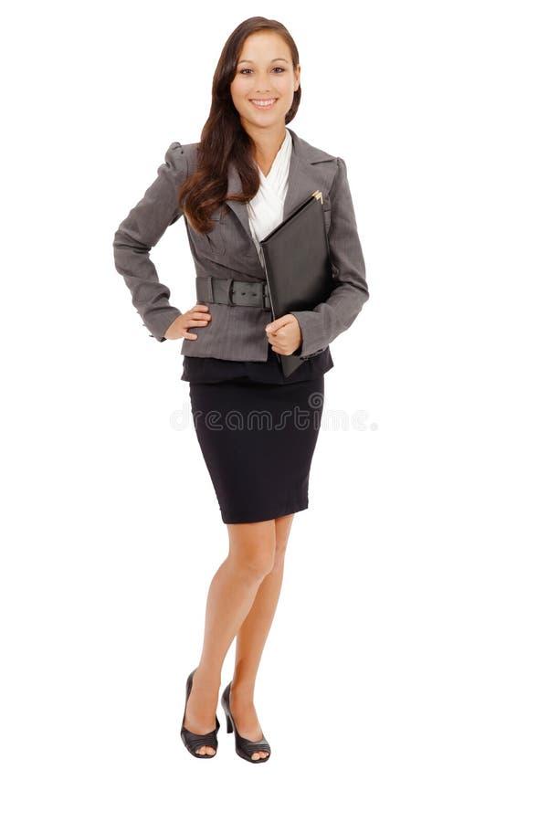 Stående av affärskvinnan som rymmer en mapp fotografering för bildbyråer