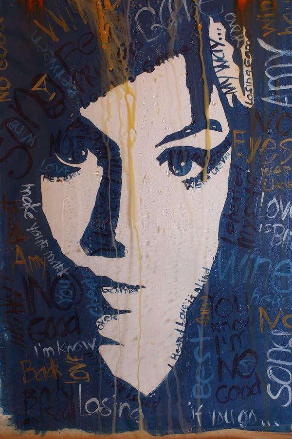 Stående av Amy Winehouse med filterregndroppar, kanfas, akrylmålarfärg arkivbilder
