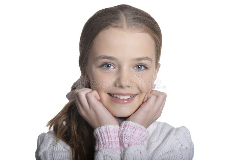 Stående av att le lilla flickan som bär den varma tröjan på vit bakgrund royaltyfri fotografi