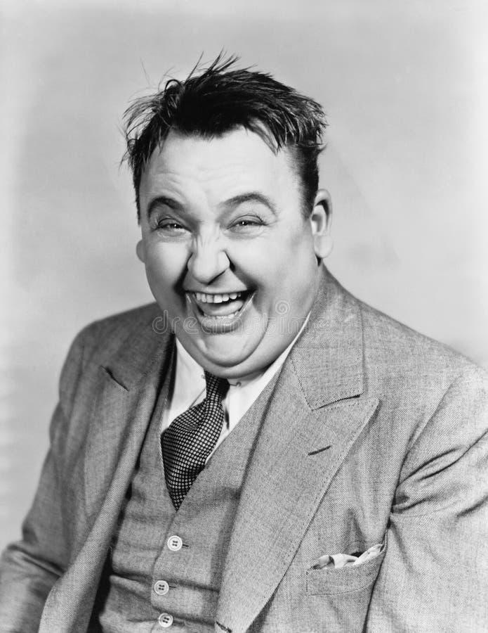 Stående av att skratta mannen (alla visade personer inte är längre uppehälle, och inget gods finns Leverantörgarantier att det sk royaltyfria foton
