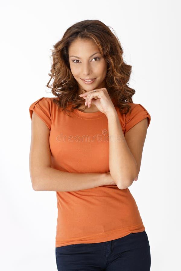Stående av attraktivt le för kvinna royaltyfri foto