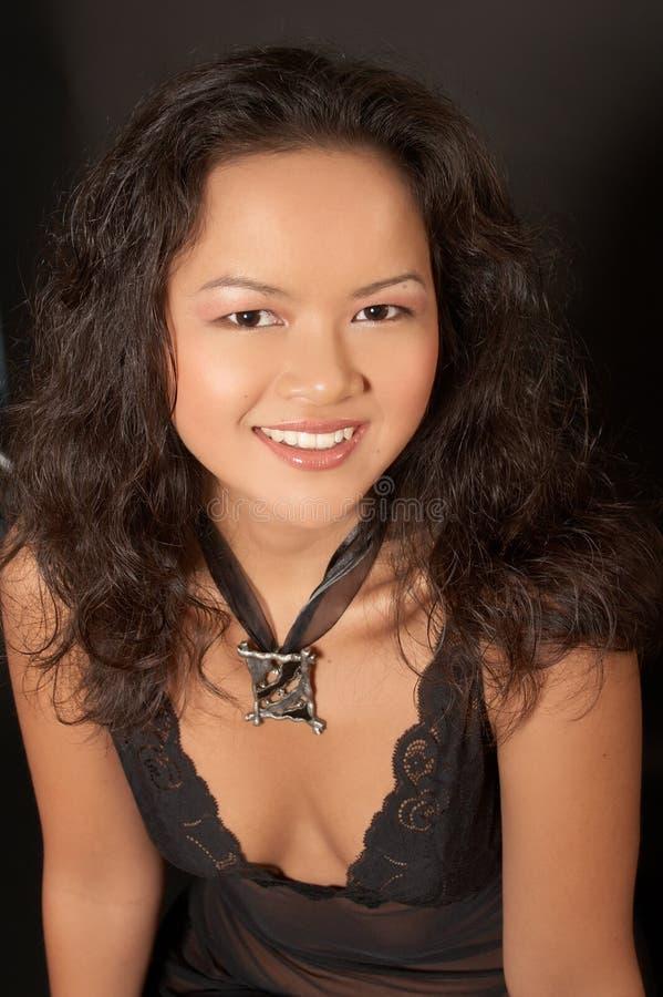 Stående Av Den Asiatiska Kvinnan. Skönhet. Arkivfoton