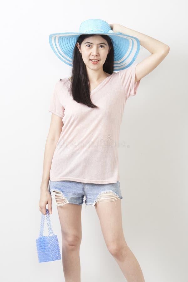 Stående av den asiatiska unga härliga flickan royaltyfri foto