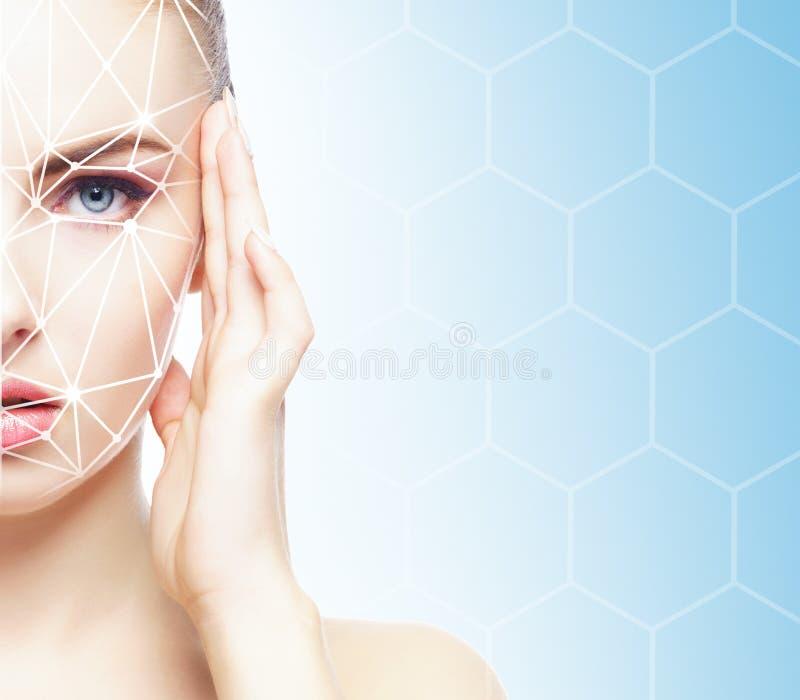 Stående av den attraktiva kvinnan med ett scnanning raster på hennes framsida FramsidaID, säkerhet, ansikts- erkännande, framtida arkivbilder