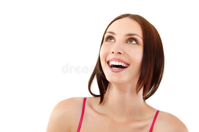 Stående av den attraktiva lyckliga toothy le unga kvinnan arkivfoton