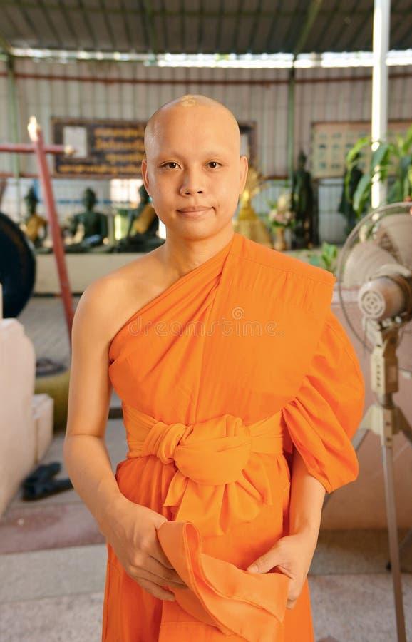 Stående av den buddistiska munken i temble i Bangkok, Thailand, asiat arkivfoton