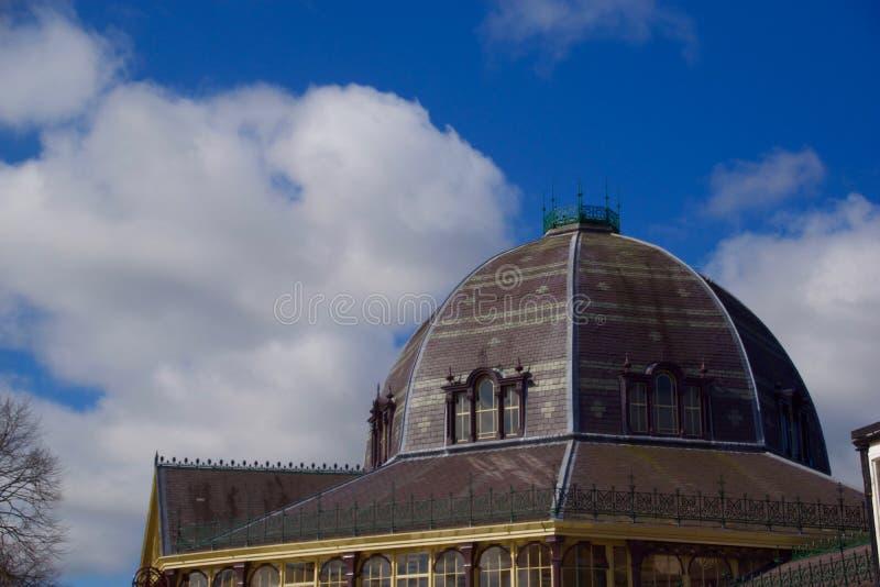 Stående av den Buxton paviljongkupolen fotografering för bildbyråer