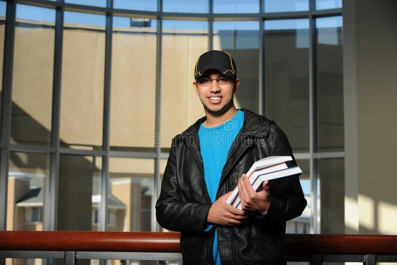Stående av den etniska studenten Inside College Campus royaltyfri bild