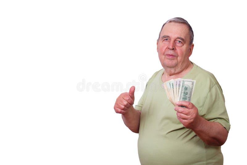 Stående av den gamla tillfredsställda mannen med bunten av dollar och tummen upp arkivfoto