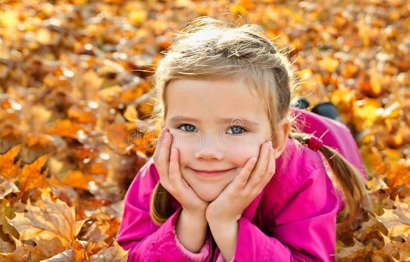 Download Stående Av Den Gulliga Små Caucasian Flickan Arkivfoto - Bild av barndom, gulligt: 27283802