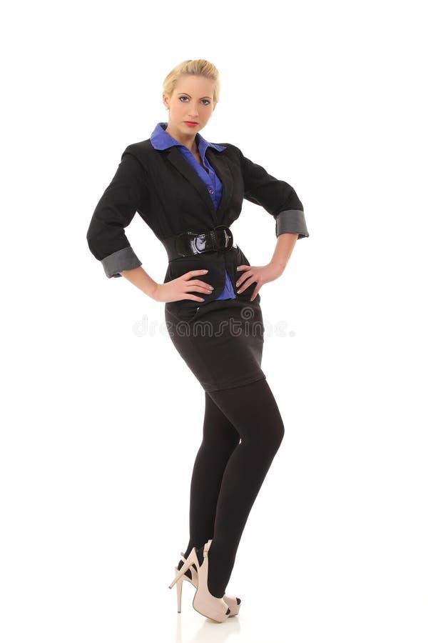 Stående av den härliga caucasian affärskvinnan i svart dräkt fotografering för bildbyråer