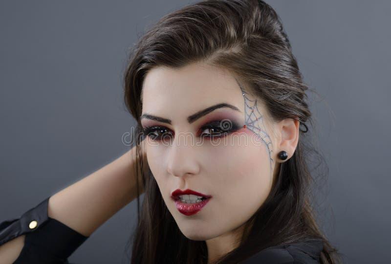 stående av den härliga halloween för ung glamour kvinnan fotografering för bildbyråer