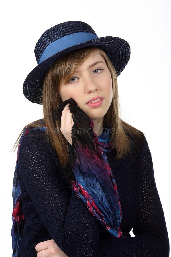Stående av den härliga tonårs- flickan med långt brunt hår arkivfoton