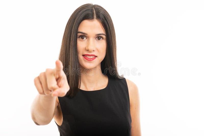 St?ende av den h?rliga unga advokaten som poserar peka kameran arkivbilder