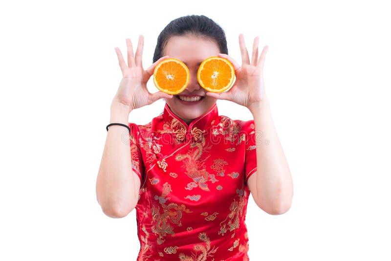 Stående av den härliga unga asiatiska tradien för klänning för kvinnakläder kinesiska arkivfoton