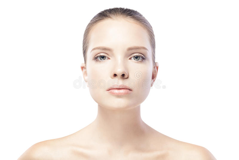 Stående av den härliga unga kvinnan med isolerad ren hud arkivfoto