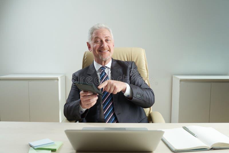 Stående av den höga finansiella chefen arkivbilder