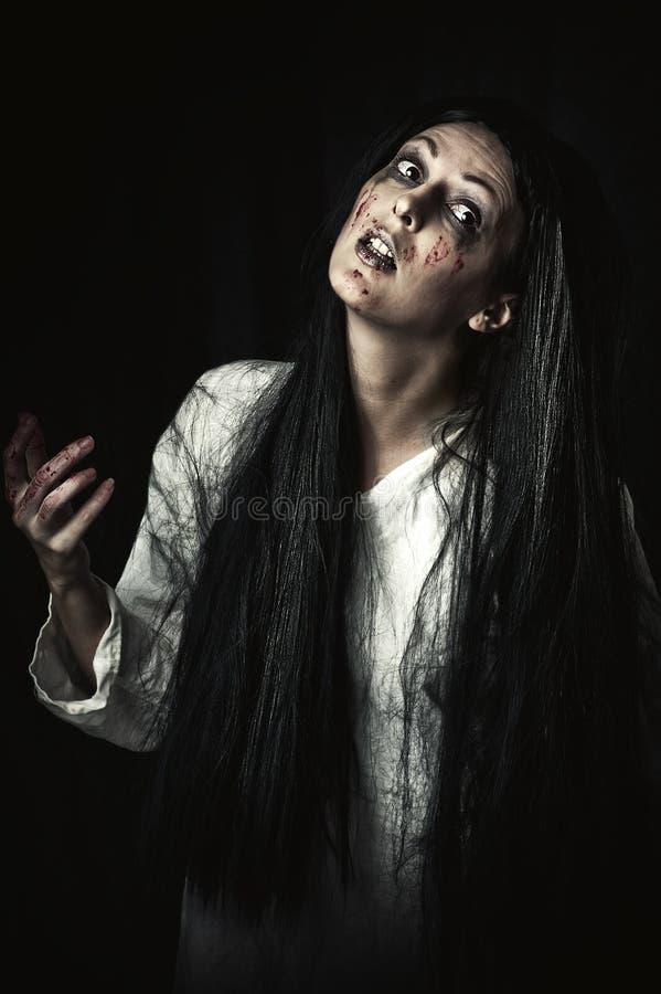 Stående av den halloween zombien arkivfoto