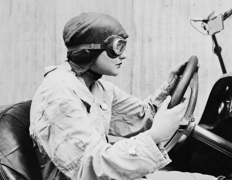 Stående av den kvinnliga racerbilsföraren (alla visade personer inte är längre uppehälle, och inget gods finns Leverantörgarantie arkivfoton