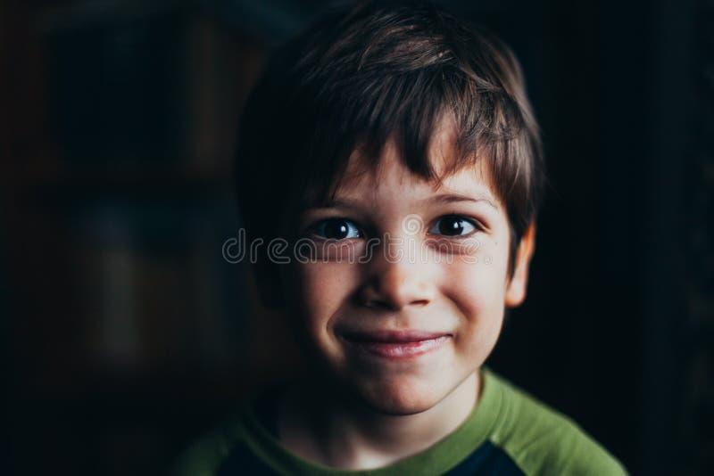 Stående av den le pojken royaltyfria bilder