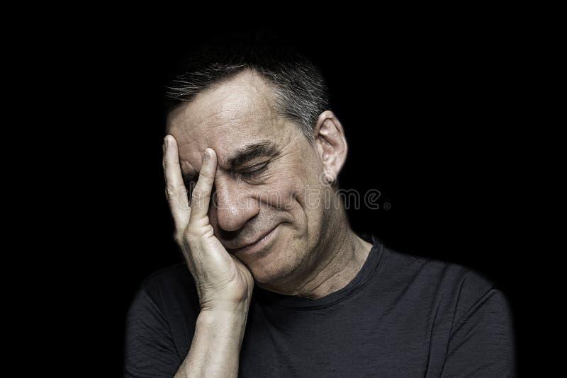 Stående av den ledsna olyckliga mannen med handen som ska vändas mot arkivfoton