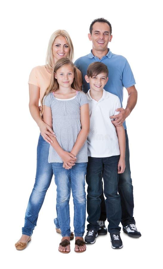 Stående av den lyckliga familjen på vit bakgrund royaltyfria bilder