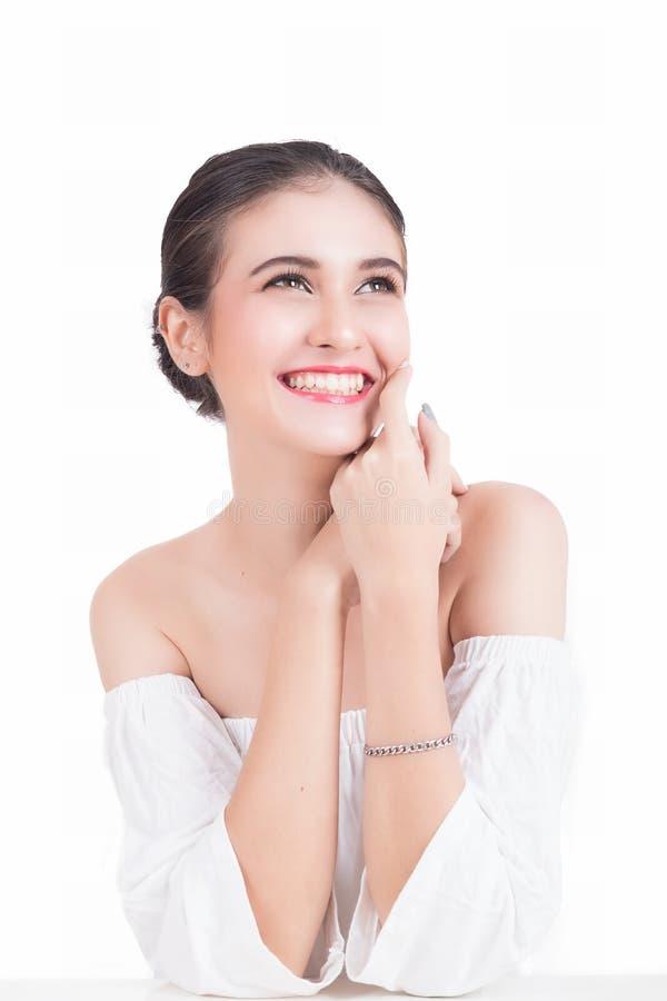 Stående av den lyckliga härliga kvinnan royaltyfri bild