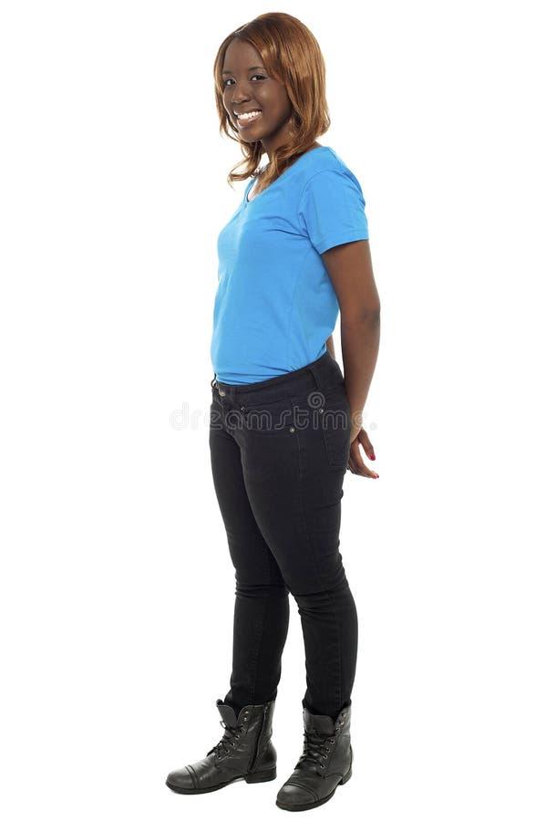 Stående av den nätt afrikanska tonårs- flickan arkivbild