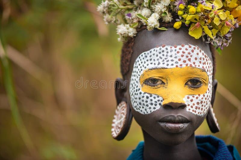 Stående av den oidentifierade Surmi kvinnan fotografering för bildbyråer