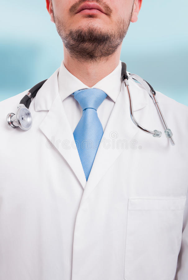 Stående av den okända manliga doktorn i närbildsikt fotografering för bildbyråer