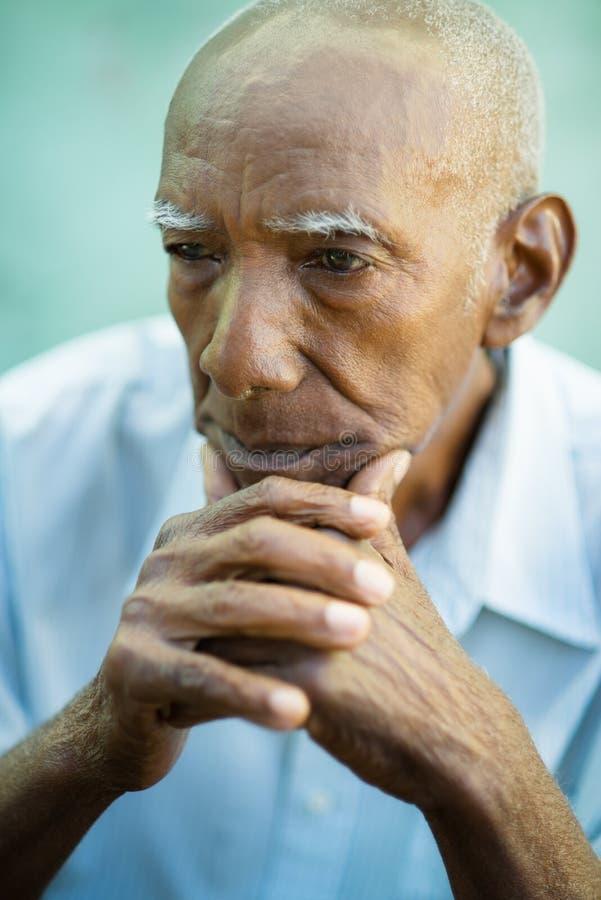Stående av den SAD skalliga höga mannen fotografering för bildbyråer