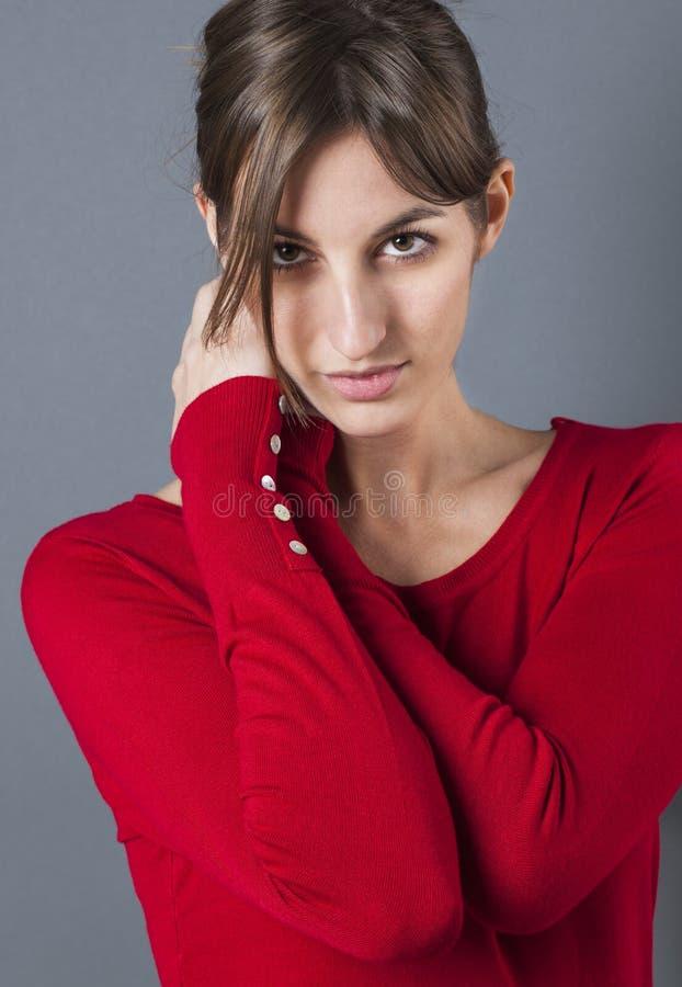 Stående av den sexiga härliga kvinnliga modemodellen för skönhet arkivfoto