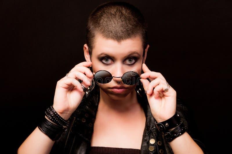 Stående av den skalliga kvinnan fotografering för bildbyråer