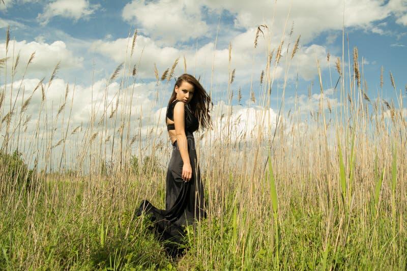 Stående av den stads- flickan fotografering för bildbyråer