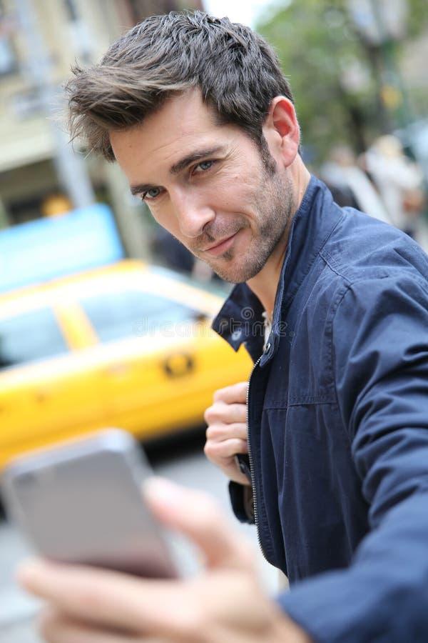 Stående av den stiliga mannen i New York arkivfoton