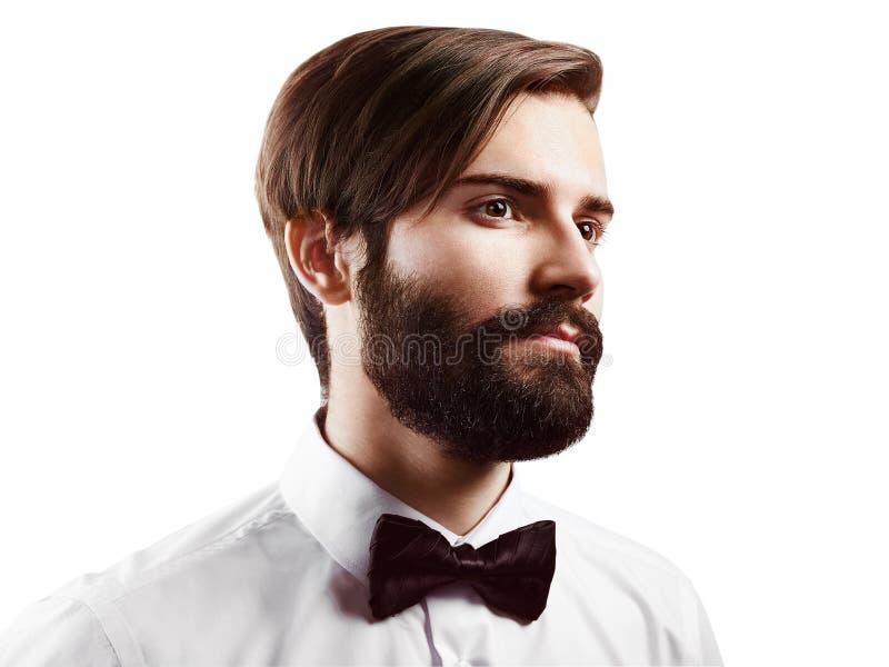 Stående av den stiliga mannen med skägget royaltyfri fotografi