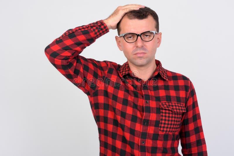 Stående av den stressade hipstermannen som får dåliga nyheter fotografering för bildbyråer