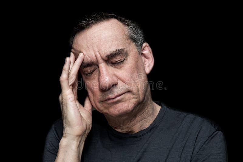 Stående av den stressade olyckliga mannen arkivfoto