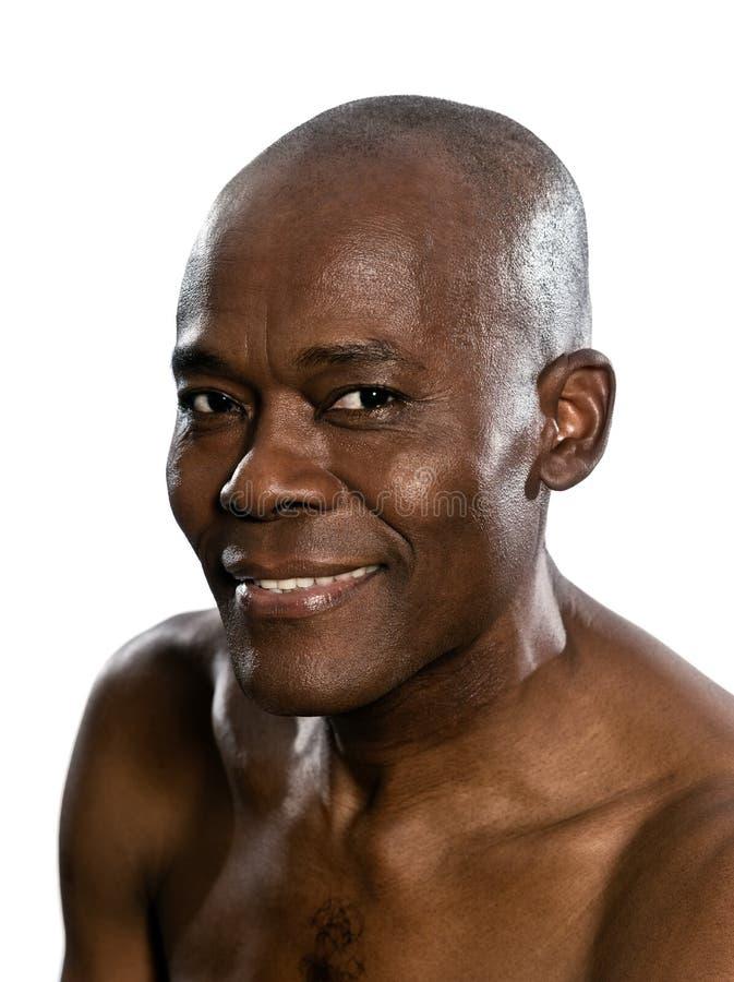 Stående av den topless afrikanska le mannen royaltyfria foton