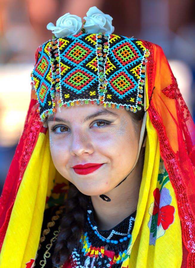 Stående av den unga dansarekvinnan från Turkiet i traditionell dräkt royaltyfria foton