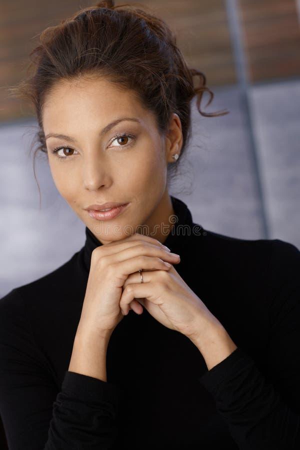Stående av den unga etniska kvinnlign royaltyfria foton