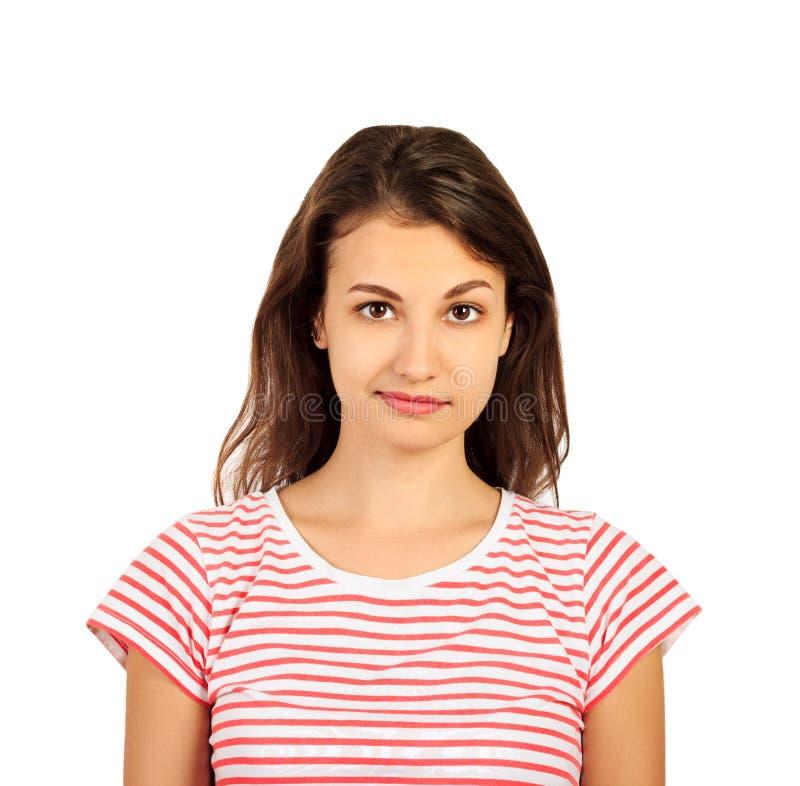 Stående av den unga härliga gulliga gladlynta flickan som ler se kameran emotionell flicka som isoleras på vit bakgrund arkivbild