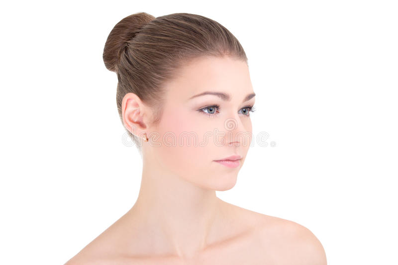 Stående av den unga härliga kvinnan med ren hud som isoleras på wh arkivfoto