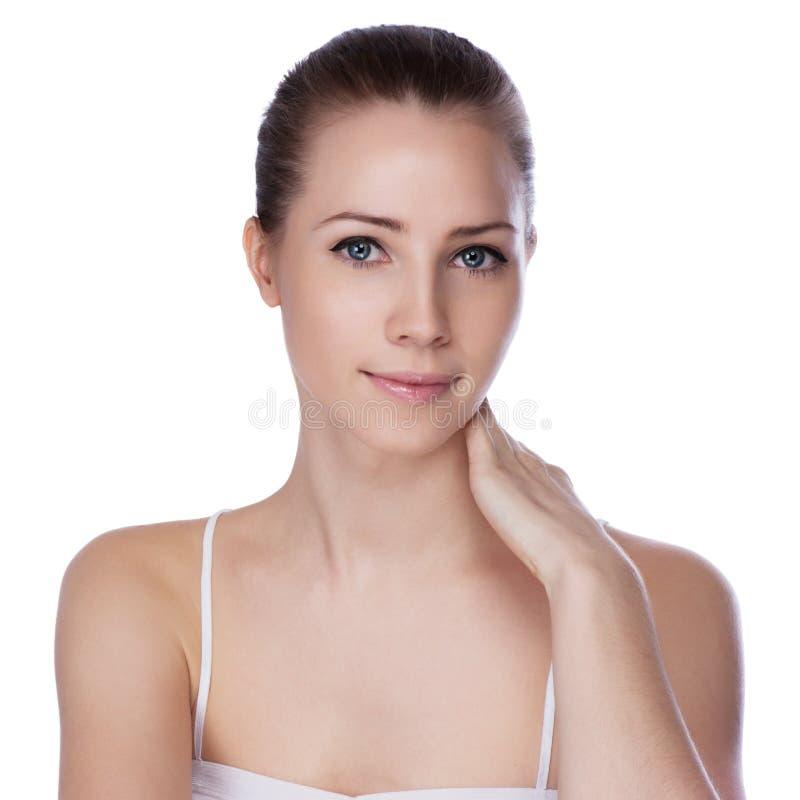 Stående av den unga härliga kvinnan med sund hud arkivfoto