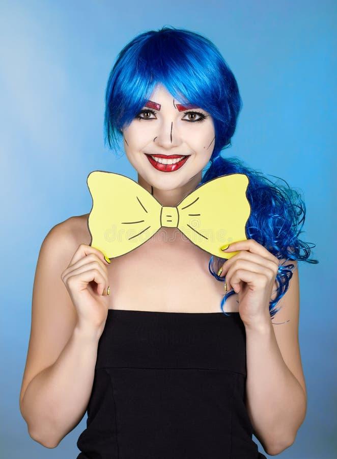 Stående av den unga kvinnan i komisk stil för smink för popkonst Flickawi arkivfoto